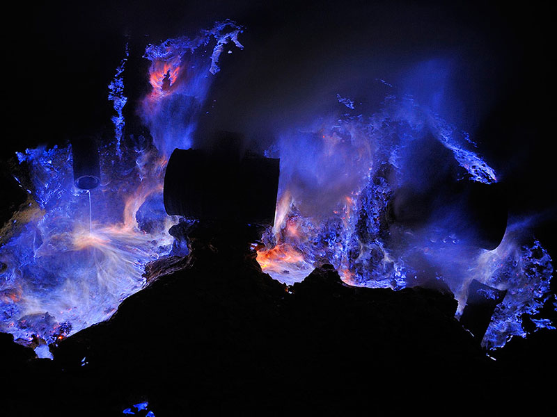 Wisata ke Kawah Ijen (Blue Fire) di Banyuwangi